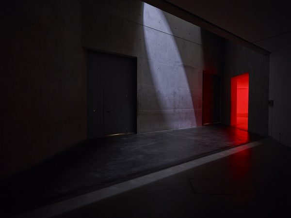 Mischa Kuball :: res·o·nant :: A Light and Sound Installation